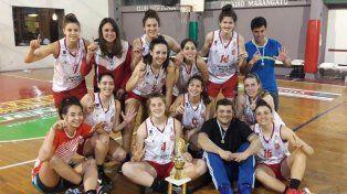 Las integrantes del plantel Rojo posan para la foto junto al merecido trofeo.