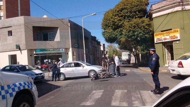 Un auto y una moto chocaron en el centro de Paraná