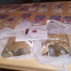 Buscaban un 38. En la requisa localizaron droga y dinero. Foto: PER