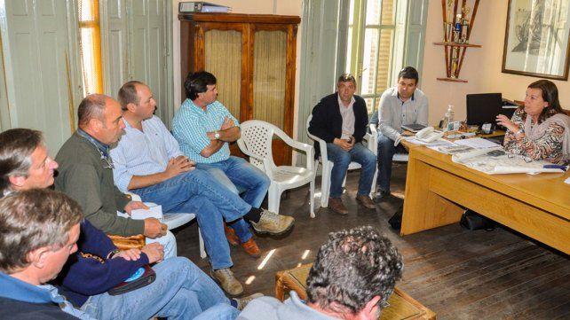A poner la cara. Benítez viajó al sur de la provincia y atendió la queja de la dirigencia agropecuaria.