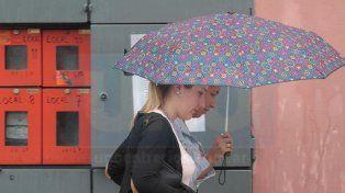 Jornada con lluvias y chaparrones, vientos con ráfagas y 15 grados de máxima