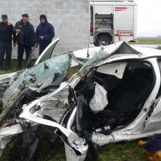 Dos fallecidos y dos heridos en un violento vuelco en la ruta provincial 11
