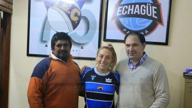 Antonella fue agasajada por el presidente de Echagüe Federico Borrás y Sergio Ayala