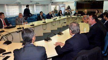 rodriguez signes expuso la estrategia de la provincia ante la demanda de vidal