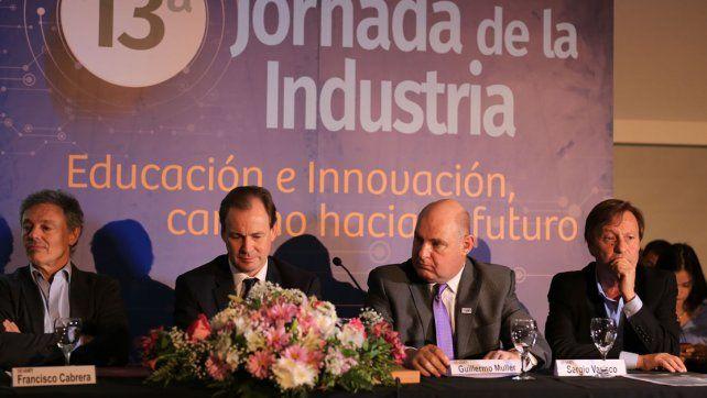 Medidas. El gobernador destacó la exención del impuesto a los ingresos brutos a toda la industria.