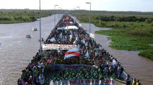 Gualeguaychú. La movida contra la pasteras, fruto de la conciencia generada contra el represamiento.