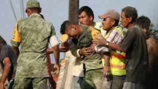 El desgarrador llanto de un soldado por no haber podido rescatar entre los escombros a una madre y su hija con vida
