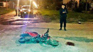 Un motociclista murió tras chocar contra el acoplado de un camión