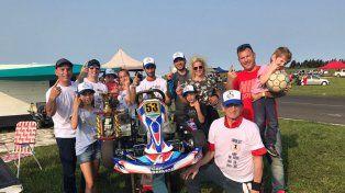 En familia. Gaspar Perlestein junto a los suyos festejó el segundo lugar y el campeonato en la categoría Súper Kart.