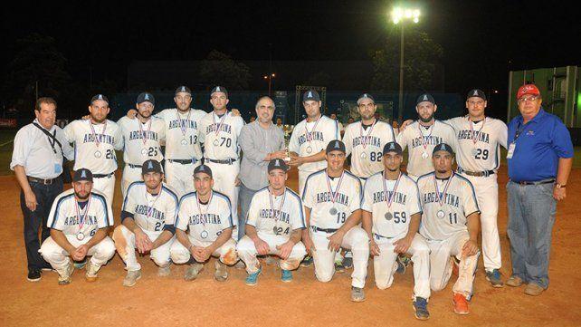 Con sus medallas los jugadores del equipo nacional