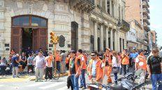 La protesta hoy a la mañana frente a la Municipalidad de Paraná. Foto UNO Juan Ignacio Pereira.