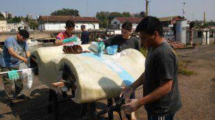 Alumnos de dos escuelas unidos para fabricar un auto ecológico