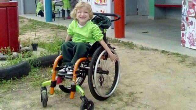 Sonrisa. Facundo tiene 4 años y realiza a diario distintas tareas para mejorar su calidad de vida.