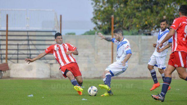 Adriel Fernández anotó una de las conquistas de la victoria de Atlético Paraná.
