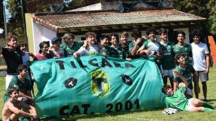 Los chicos de Tilcara celebraron luego de vencer al CAE en el clásico por 19 a 15.