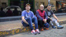Juntos. Torne, flanqueado por el poeta Franco Funes (izq.) y el músico Pablo Castro.