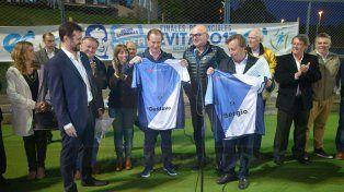 Bordet y Varisco recibieron como regalo una camiseta de Rowing