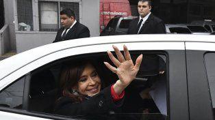 La expresidenta llegando a los estudios de Crónica TV. Foto Télam.