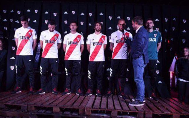 River presentó su nueva camiseta La Máquina