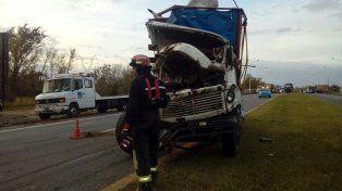 Dos camiones chocaron cuando circulaban en el mismo sentido
