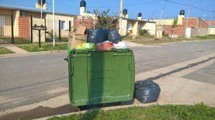 Los contenedores de basura están repletos de residuos