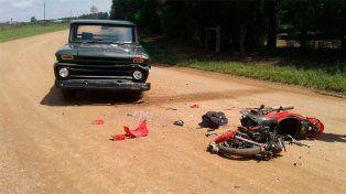 Un motociclista sufrió lesiones de gravedad tras violento impacto contra una camioneta