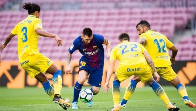 Messi anotó dos tantos para la victoria del Barcelona en un Camp Nou en silencio