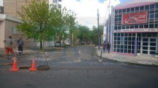 Los conductores que bajan por San Martín no pueden doblar por Feliciano. Foto UNO.