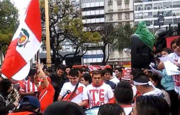 Hinchas peruanos prometieron una caravana para alentar a la selección de Gareca en Ezeiza
