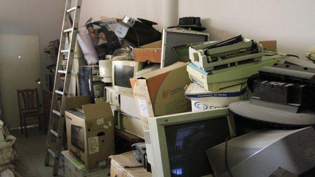 Centros de acopio a pleno para reciclar papel y electrónicos