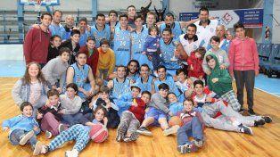Celebran los jugadores de Regatas junto a sus familias el buen inicio en materia de preparación.
