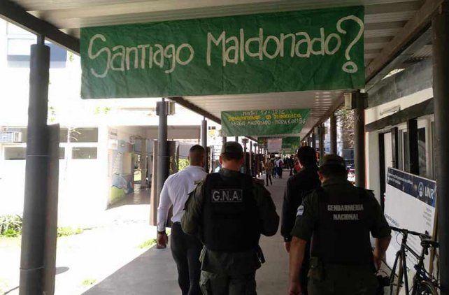 Malestar por la irrupción de Gendarmería en un acto por Santiago Maldonado de la UNR
