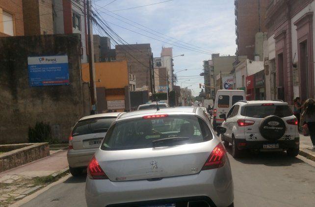 El proyecto es ensanchar la calle para que entren más auto. Foto UNO.