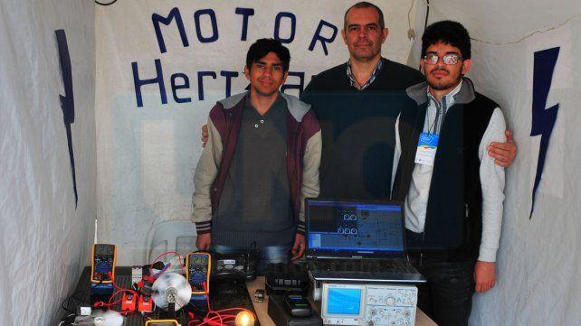 Innovación. Alumnos de la EET N° 2 de Concordia presentaron su Motor Hertziano.