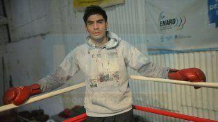 Ayer entrenó en el gimnasio del club Ministerio y hoy por la noche viaja.