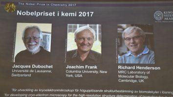 el premio nobel de quimica 2017 fue para tres investigadores de biomoleculas