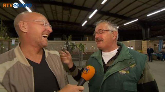 Furor por la risa de un granjero holandés que suena igual que sus pollos