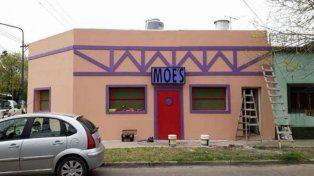 Los Simpsons se mudaron al GBA: construyen en Ituzaingó una casa igual al bar de Moe