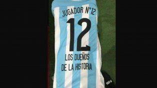 Argentina-Perú: la llegada de Rafa Di Zeo y las fotos del cotillón que La 12 mostrará en la Bombonera