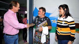 Color en el San Roque. El artista Milo Lockett pintó un mural en el hospital de Niños.
