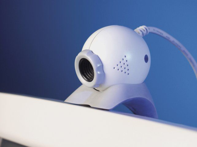 Una cámara web cobra vida propia y empieza a hablar con su dueña
