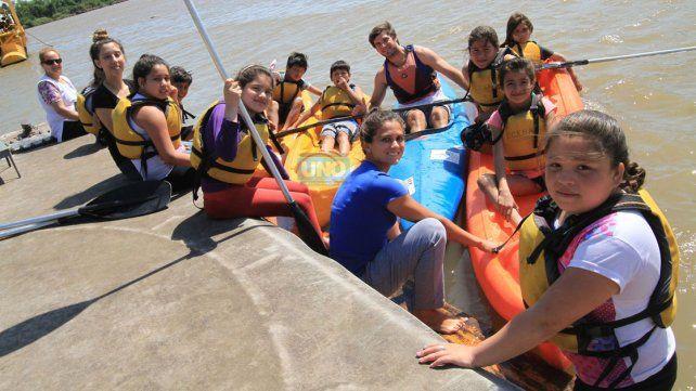 Estudiantes de La Delfina en el río Paraná. Foto UNO / Juan Ignacio Pereira.