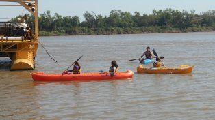 Estudiantes de La Delfina tomaron clases de canotaje en el río Paraná