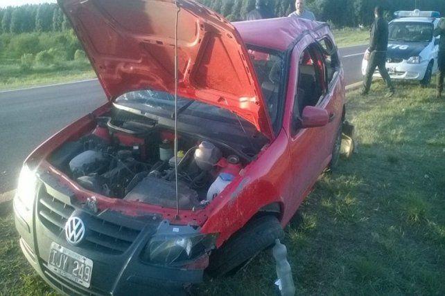 Perdió el control de su automóvil y terminó volcando sobre el cantero central de la autovía 14