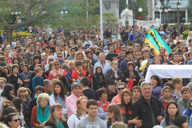 Clima ideal. La fiesta patronal congregó a varias cuadras de creyentes y a una Plaza casi colmada.UNO/Juan Ignacio Pereira