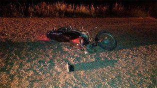 Un hombre fue hospitalizado tras caer con su moto en un camino rural