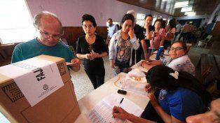 Más de 810.000 correntinos votan este domingo para elegir gobernador