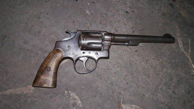 Detuvieron a un joven por amenazar a otro con un arma de fuego