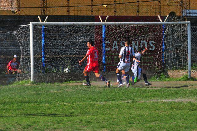 Walter Torres anotó la apertura del marcador. El resultado tuvo sabor a poco para el Decano.