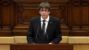 Puigdemont declaró la independencia de Cataluña pero la dejó en suspenso y llama al diálogo